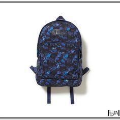 "WHITE MOUTAINEERING hummingbird print nylon daypack. Imprimé ""léger"" mais qualité ""lourde"" pour ce sac de la marque de Yosuke Aizawa / ""Light"" print but ""heavy"" quality for this bag of Yosuke Aizawa's brand. 1d1fa."