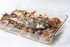 Ψάρι με μελωμένες πατάτες σε σάλτσα ντομάτας και μυρωδικών-featured_image