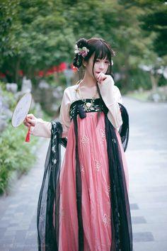 Hanfu, Oriental Fashion, Asian Fashion, Shanghai Girls, Looks Kawaii, Lolita Cosplay, Chinese Clothing, Chinese Dresses, China Girl