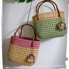 写真の説明はありません。 Bamboo Weaving, Basket Weaving, Diy Paper, Paper Crafts, Craft Bags, Basket Bag, Wicker, Rattan, Beautiful Bags