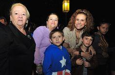 El gobernador Javier Duarte de Ochoa, junto con su esposa Karime Macías Tubilla y sus hijos Javier y Carolina, convivió y celebró la tradicional posada navideña con los xalapeños.
