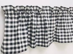 Handmade Rustic Country Farmhouse Black and White Check Valance. Measures x Cotton 1 Rod Pocket Unlined Primitive Living Room, Primitive Country Homes, Primitive Antiques, Primitive Signs, Primitive Fall, Primitive Kitchen, Primitive Furniture, Primitive Christmas, Vintage Farmhouse Decor