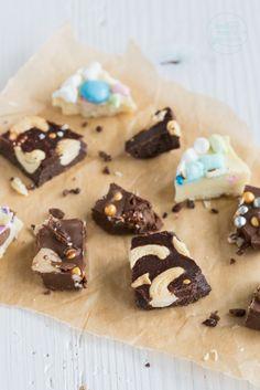 Ihr wollt selbstgemachte Schokolade verschenken? Mit dieser einfachen Anleitung für selbstgemachte individuelle Schokolade habt ihr im Nu ein tolles Geschenk aus der Küche