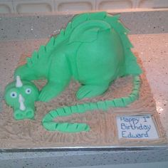 Dragon | Pretty Witty Cakes