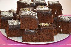 Mais um bolo de chocolate com coco, apenas varia na adição do coco ralado e não é que ficou tão bom e húmido. Mais uma receitinha para guardar.