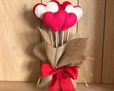 Valentine's Day is adorned with numerous craft specialties. Handmade crafts infuse Valentine's Day with a special color. Numerous easy-to-make craft … Handmade Valentine Gifts, Handmade Felt, Handmade Crafts, Diy And Crafts, Valentines Ideas For Her, Valentines Day Decorations, Valentine Day Crafts, Felt Hearts, Paper Hearts