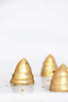 Beautiful golden caramel flødeboller. And easy to make your self.