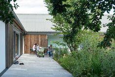 Neubau mit begrüntem Innenhof: Der Garten im Haus