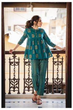 Pakistani Fashion Casual, Pakistani Dresses Casual, Indian Fashion Dresses, Dress Indian Style, Pakistani Dress Design, Indian Designer Outfits, Indian Outfits, Pakistani Bridal, Pakistani Kurta