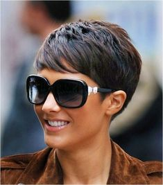 11 Amazing Short Pixie Haircuts that Will Look Great on Everyone 2020 Opting for a pixie haircut is a very bold and brave decision – it can be incredibly scary to chop your locks off and go for something new! However, pixie haircuts are Edgy Pixie Hairstyles, Short Pixie Haircuts, Short Hairstyles For Women, Short Hair Cuts, Short Hair Styles, Cut Hairstyles, School Hairstyles, Edgy Pixie Cuts, Pixie Haircut Styles
