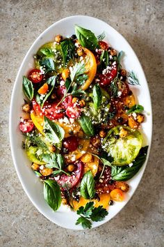 Salat, Sommer, Kichererbsen, Tomaten, Basilikum - Heirloom Tomato & Herb Salad With Fried Chickpeas & Capers Healthy Salad Recipes, Vegetarian Recipes, Cooking Recipes, Keto Recipes, Pescatarian Recipes, Healthy Meals, Delicious Recipes, Free Recipes, Soup Recipes
