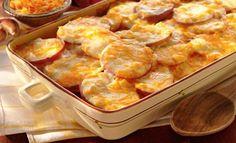 Υλικά Πατάτες 1 κουτί εβαπορέ γάλα Βούτυρο Τυρί τριμμένο Αλάτι Πιπέρι Εκτέλεση Καθαρίζουμε τις πατάτες και τις κόβουμε σε ροδέλες όπως για τον μουσακά. Τις αραδιάζουμε σε ένα ταψί και τις περιχύνουμε με το εβαπορέ γάλα. Γεμίζουμε το κουτί του εβαπορέ με νερό και το προσθέτουμε και αυτό. Αλατοπιπερώνουμε . Πριν τις βάλουμε στον φούρνο …