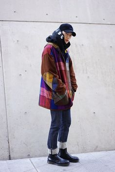 GARMENT#4 Seoul Fashion Week STREETSTYLE This garment demonstrates color, line, shape and texture in contrast with the denim trousers