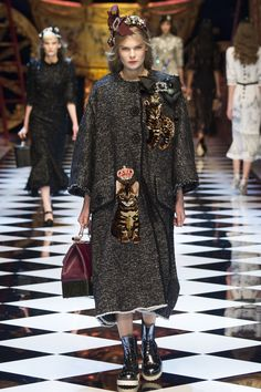 Dolce & Gabbana Fall 2016 Ready-to-Wear Fashion Show - Alexandra Elizabeth