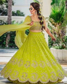 Looking for Bridal Lehenga for your wedding ? Dulhaniyaa curated the list of Best Bridal Wear Store with variety of Bridal Lehenga with their prices Bridal Mehndi Dresses, Mehendi Outfits, Indian Gowns Dresses, Indian Bridal Outfits, Indian Bridal Fashion, Indian Fashion Dresses, Indian Designer Outfits, Mehndi Dress For Bride, Sangeet Outfit