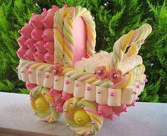 torta con golosinas