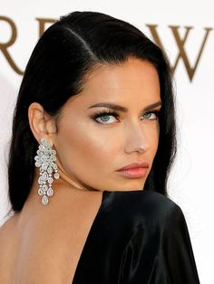 Adriana Lima on Eating Healthy While Traveling and Wearing Makeup at the Gym - Celebrities Female Estilo Adriana Lima, Adriana Lima Style, Adriana Lima Makeup, Adriana Lima Eyes, Adriana Lima Victoria Secret, Victoria Secret Angels, Barbara Mori, Exotic Beauties, Brunette Girl