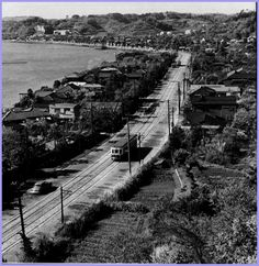 磯子から屏風ヶ浦、杉田方面 Old Photography, Yokohama, Garden Furniture, Railroad Tracks, Vintage Photos, Past, Japan, Pictures, Outdoor Garden Furniture