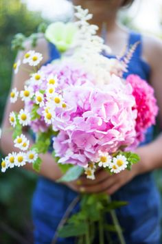 This is a lovely, natural-looking bouquet.