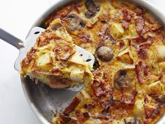 Deftige Tortilla mit Speck, Zwiebeln und Champignons | http://eatsmarter.de/rezepte/tortilla