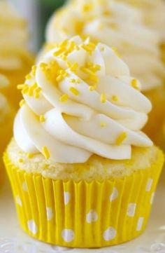 Lemon Cream Cheese Cupcakes: 1 box white cake mix C. fresh lemon juice Zest of 2 lemons 1 C. cream cheese C. lemon juice, fresh C. powdered …</p> Lemon Desserts, Lemon Recipes, Köstliche Desserts, Delicious Desserts, Plated Desserts, Dessert Healthy, French Desserts, Cream Cheese Cupcakes, Lemon Cupcakes
