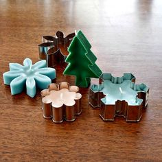 How to Make Cookie Cutter Candles     http://diyhomesweethome.com/how-to-make-cookie-cutter-candles/