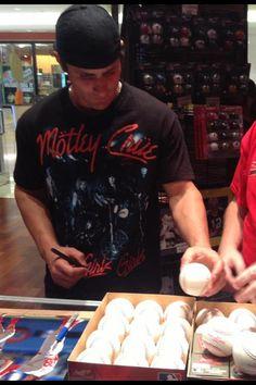 Pete Kozma likes Mötley Crüe! :D  I like Pete Kozma. =)
