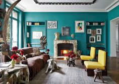 deco-salon-bleu-canard-clair-objets-art