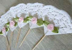 24 Shabby Chic Roses and Lace Cupcake Toppers, Cupcake Picks, Pink Roses Cupcake… Paper Doily Crafts, Doilies Crafts, Paper Doilies, Paper Lace, Paper Flowers, Cupcake Picks, Rose Cupcake, Cupcake Toppers, Lace Cupcakes