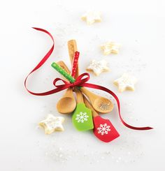 """For The One Who Licks The Spoon: A """"Pin It To Gift It"""" exclusive gift set: Two festive Petite Snowflake Scrappers and Petite Bamboo Snowflake Spoons in red and green."""