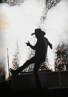 Jason Aldean performs at Hersheypark Stadium May 30. #country #cowboy