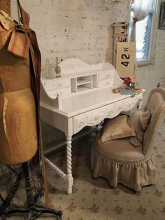 desk for working or can be used as a vanity
