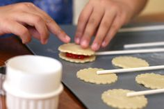 Pie Pops by Bakerella Cakes To Make, How To Make Cupcakes, Just Cakes, Mini Desserts, No Bake Desserts, Just Desserts, Pie Pops, Fall Recipes, Sweet Recipes