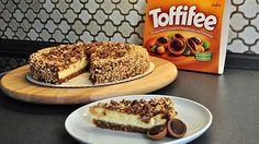 Der Toffifee Toffee-Käsekuchen mit einer gerösteten Nusshülle ist ein Muss für alle Käsekuchen-Fans. Jetzt entdecken!