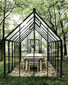 How to make the small greenhouse? There are some tempting seven basic steps to make the small greenhouse to beautify your garden. Cheap Greenhouse, Greenhouse Effect, Backyard Greenhouse, Greenhouse Ideas, Portable Greenhouse, Homemade Greenhouse, Pallet Greenhouse, Greenhouse Wedding, Greenhouse Gases