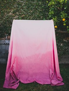 DIY: ombre dyed tablecloth