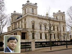 London-based steel magnate Lakshmi Mittal presently lives in Kensington, London. This home is truly palatial and can rightly called the 'Taj Mittal'. The marble used for his residence at 18-19 Kensington was taken from the same quarry that supplied to the Taj Mahal. The extravagant place he calls home has 12 bedrooms, an indoor pool, Turkish baths and parking for 20 cars.