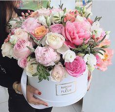 С днем рождения цветы стильные