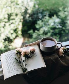 Inspiração pra nossa semana!  Quem aí também ama um bom livro? Conta pra gente: qual o seu livro preferido?  #maehinspira #maehstore #livros {imagem via Pinterest}