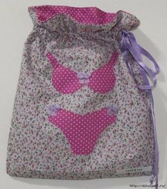 Lingerie bag - no instructions but looks simple enough Patchwork Bags, Quilted Bag, Porta Lingerie, Fabric Basket Tutorial, Lavender Bags, String Bag, Creation Couture, Patch Quilt, Fabric Bags