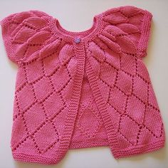 Ravelry: Silver Cardigan pattern by Kristiina Temin - free pattern Knitted Baby Cardigan, Knit Baby Sweaters, Knitted Baby Clothes, Cardigan Pattern, Baby Clothes Patterns, Baby Knitting Patterns, Baby Patterns, Baby Girl Cardigans, Baby Girl Tops