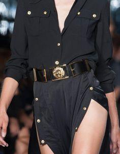 ACCESSOIRES DU DÉFILÉ VERSUS VERSACE PRÊT À PORTER PRINTEMPS-ETÉ 2015 http://www.elle.fr/Mode/Les-defiles-de-mode/Pret-a-Porter-Printemps-Ete-2015/Femme/New-York/Versus-Versace/Accessoires