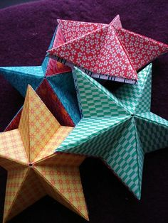 DIY: origami stars Perfect for Christmas ornaments Origami Diy, Origami Stars, Origami Paper, Diy Paper, Paper Crafting, Dollar Origami, Origami Hand, Origami Flowers, Fun Crafts