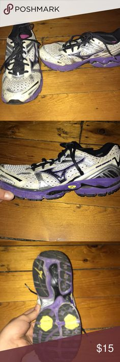 Brooks women's running sneakers Lightly worn Brooks women's running sneakers! Great quality, and have had very middle use (due to my lack of exercise). Women's size 6. Brooks Shoes Sneakers