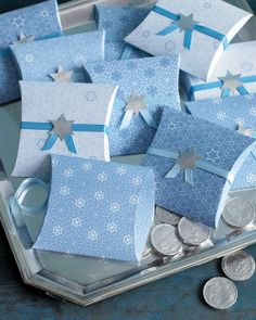 Hanukkah Clip-Art Favor Boxes Silver gelt -- chocolate coins wrapped in foil -- make charming favors when presented in clip-art card-stock boxes tied with ribbon and a Star of David. Feliz Hanukkah, Hanukkah Crafts, Hanukkah Decorations, Hannukah, Happy Hanukkah, How To Celebrate Hanukkah, Martha Stewart Crafts, Pretty Box, Pillow Box