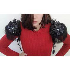 | Epaulettes with fur, velvet & leather | Alien Halloween Costume, Mix N Match, Shoulder Pads, Ruffle Blouse, Velvet, Fur, Crop Tops, Nice, Flowers