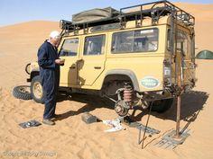 Ex Camel Trophy 110 Tunisian desert maintenance