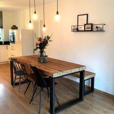 """• B I N N E N K I J K E N • We vinden het zo leuk om deze leuke binnenkijkers van klanten te ontvangen. Dit mooie plaatje en leuke bericht is van Joost: """"Heel erg bedankt voor de mooie tafel en bank. Ze staan super"""" 😍 #eettafel #meubels #woninginrichting #oudhout #industrialdesign #industrieelwonen #debetoverdezolder"""