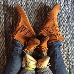 Shop Minnetonka Moccasins for Kids at Moccasins Direct, your favorite online store offering stylish and comfortable Moccasins for Kids at the best prices Cute Kids, Cute Babies, Baby Kids, Foto Fun, Mommy And Me, Future Baby, Baby Love, Little Ones, Kids Fashion