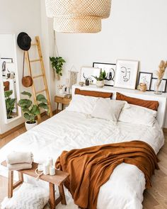 How to Decorate a Small Bedroom: Essential Space-Saving Hacks For You Room Ideas Bedroom, Home Decor Bedroom, Design Bedroom, Small Bedroom Decorating, Decor For Small Bedroom, Small Bedroom Hacks, Small Bedroom Designs, Bedroom Colors, How To Decorate Bedroom